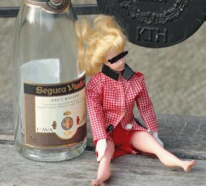 mona med flaskan